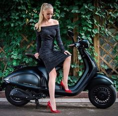Trendy Motorcycle For Women Scooter - Black & Red - Motos Retro Scooter, Lambretta Scooter, Vespa Scooters, Scooter Motorcycle, Vespa 125, Vintage Vespa, Vespa Girl, Scooter Girl, Tmax Yamaha