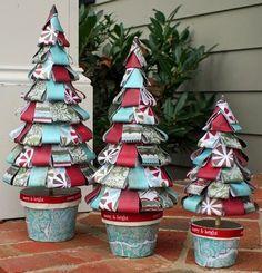 Arbol de navidad con cintas de papel