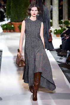 Oscar de la Renta Fall 2019 Ready-to-Wear Fashion Show - Herren- und Damenmode - Kleidung Fashion 2020, New York Fashion, Look Fashion, Runway Fashion, Autumn Fashion, Womens Fashion, Fashion Trends, Oscar Fashion, Fashion Spring