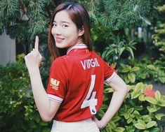 Liverpool kit : Van Dijk, @ Candid Kibt Liverpool Kit, Liverpool Football Club, Football Fans, Candid, Van, Vans, Vans Outfit