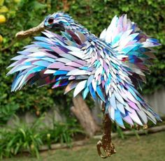 broken CDs bird sculpture by Sean Avery. I want to hoard unused CD's now lol… Cd Crafts, Diy And Crafts, Old Cds, Cd Art, Bird Sculpture, Animal Sculptures, Glass Birds, Art Plastique, Garden Art