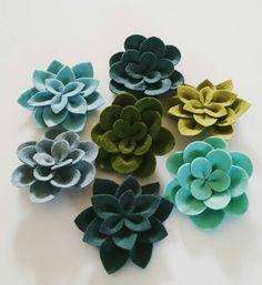 Felt Succulent by MidAutumnFox on Etsy Felt Flower Wreaths, Felt Flowers, Fabric Flowers, Paper Flowers, Felt Diy, Felt Crafts, Diy Crafts, Felt Flower Template, Felt Succulents