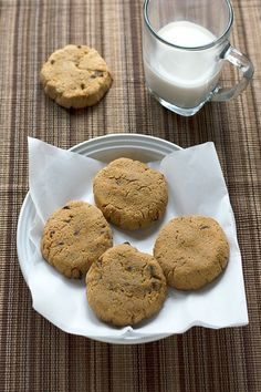 Coconut Flour Chocolate Chip Cookies - An easy to make chewy coconut flour chocolate chip cookies recipe that is gluten free, grain free, low carb and with no added sugars! To make Paleo, use approved butter substitute. Low Carb Deserts, Low Carb Sweets, Sugar Free Desserts, Sugar Free Recipes, Healthy Desserts, Atkins Recipes, Low Carb Recipes, Healthy Recipes, Healthy Baking