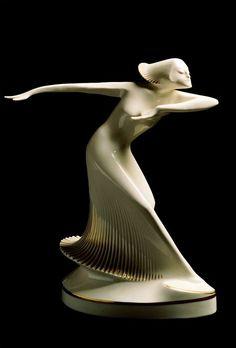 Theo Vos - Ballerina - c. 1927 - Hutschenreuther - 37cm. - The Museum of Art Nouveau and Art Deco, Salamanca - Art Deco