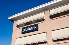Rinkeby bibliotek ligger i Rinkeby centrum i samma byggnad som Folkets hus. Där finns även medborgarkontor, Rinkeby Multimediacenter, ABF, samt utbildnings- och samlingslokaler.