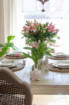 35 Stunning Spring Kitchen and Dining Room Decorating Ideas 2019 Dining Room deserves a specific attention once it has to do with decoration. My dining room is an ideal instance of that. A dining room is a good space to… Continue Reading → Easter Table Settings, Easter Table Decorations, Easter Decor, Easter Ideas, Centerpiece Ideas, Easter Centerpiece, Dining Room Table Centerpieces, Dining Table, Easter Celebration