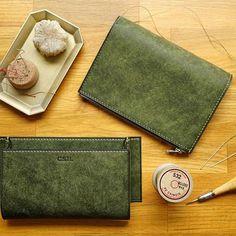 [Wallet Making -Chromexcel(Horween):Burgundy -Buttero(Walpier):Burgundy Men Clutch Bag, Leather Makeup Bag, Leather Craft, Bag Making, Wallet, How To Make, Bags, Bespoke, Burgundy