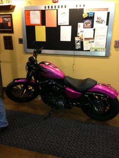 I love the paint on this 2013 883  Harley Davidson Sportster