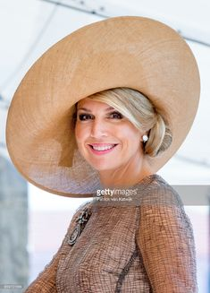 Queen Maxima of The Netherlands visits President Marcelo Rebelo de Sousa of Portugal at Palacio de Belem. on October 2017 in Lisboa CDP, Portugal. (Photo by Patrick van Katwijk/Getty Images) Lovely widebrim straw Jane Birkin, Jackie Kennedy, Brigitte Bardot, Grace Kelly, Royal Fashion, 90s Fashion, Prince Day, Royal Beauty, Three Daughters