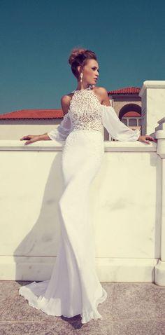 Julie Vino Beach wedding dress - Deer Pearl Flowers / http://www.deerpearlflowers.com/wedding-dress-inspiration/julie-vino-beach-wedding-dress/