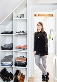 Tailor your wardrobe bookcase for sloping walls, in this way you can make use of the space in the most efficient way. Wardrobe Room, Walk In Wardrobe, Wardrobe Closet, Walk In Closet, Attic Living Rooms, Scandinavian Loft, Wardrobe Solutions, Build A Closet, Small Space Storage