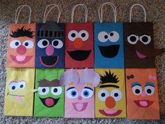 Sesame Street Party Favor Gift Bags por PartyRockinEvents en Etsy
