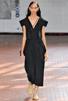 Fashion Week Milan Spring/Summer 2019 look 49 from the Jil Sander collection womenswear Jil Sander, Summer Collection, Wrap Dress, Women Wear, Runway, Spring Summer, Style Inspiration, Fashion Outfits, Shoe