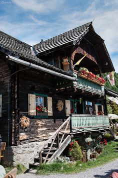 walliser chalet suisse google suche architecture pinterest holzhaus h tte und haus. Black Bedroom Furniture Sets. Home Design Ideas