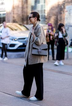 the Best Street Style Photos From Australian Fashion Week Moda Australiana, Best Street Style, Cool Street Fashion, Mode Outfits, Fashion Outfits, Fashion Trends, Fashion Poses, Sydney Fashion Week, How To Have Style