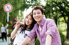 "Even behind the scenes, Park Shin Hye and Kim Rae Won's chemistry is evident. On June 25, SBS's ""Doctors"" revealed behind-the-scenes photos of the lead cha"