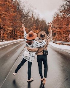 Bff Pics, Photos Bff, Sister Pictures, Cute Friend Pictures, Friend Photos, Friend Poses Photography, Cute Photography, Autumn Photography, Best Friends Shoot
