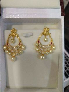 #goldearrings #goldearringsforwomen❤ #goldearringsph #earrings Gold Jhumka Earrings, Indian Jewelry Earrings, Jewelry Design Earrings, Gold Earrings Designs, Bridal Jewelry, Small Earrings, Pearl Jewelry, Gold Necklace, Kids Gold Jewellery