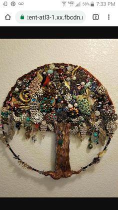 Vintage jewelry Wandkunst, Diy Jewelry, Costume Jewelry Crafts, Old Jewelry Crafts, Jewelry Frames, Chain Jewelry, Vintage Costume Jewelry, Vintage Costumes, Antique Jewelry