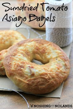 Sundried Tomato Asiago Bagels by Noshing With The Nolands - the perfect chewy bagel, great toasted with cream cheese, or turned into a delicious sandwich. Bread Recipes, Baking Recipes, Cookie Recipes, Scone Recipes, Chicken Recipes, Sandwiches For Lunch, Delicious Sandwiches, Sundried Tomato Bagels, Homemade Bagels