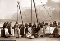 Frank Sutcliffe-Photographs of Whitby Yorkshire Towns, North Yorkshire, Vintage Photographs, Vintage Images, History Of Photography, Seaside Towns, Photo Online, Old Photos, Rare Photos