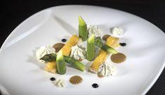 Asperges croquantes, mouillette de crème d'œuf, mousse de fromage blanc #gastronomie #tourismeenlozère #repasenlozère