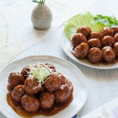 Japanese Pork meatballs are deep fried meatballs coated in flavoursome sauce. By just changing the sauce, you will get quite different meatball dishes – one with sweet and sour sauces, one with weet soy sauce like teriyaki sauce. Both are really tasty. Easy Japanese Recipes, Easy Asian Recipes, Japanese Dishes, Healthy Recipes, Japanese Food, Chinese Food, Yummy Recipes, Meatballs With Oatmeal Recipe, Gastronomia