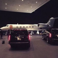luxo estilo de vida marketing: 3 maneiras de apelar para o estilo de vida . Jets Privés De Luxe, Boujee Lifestyle, Wealthy Lifestyle, Luxury Lifestyle Fashion, Silver Linings, Jet Privé, Billionaire Lifestyle, Mode Blog, Luxe Life