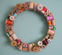 This wooden spool wreath from Etsy seller misstitchery absolutely stopped me in my tracks. What a beautiful idea for upcycling wooden spools while adding Spool Crafts, Sewing Crafts, Diy Crafts, My Sewing Room, Sewing Rooms, Sewing Box, Sewing Notions, Craft Projects, Sewing Projects