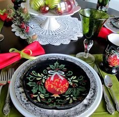 Majestic 26 Impressive Christmas Tablescapes Centerpieces Ideas https://fancydecors.co/2017/10/23/26-impressive-christmas-tablescapes-centerpieces-ideas/ Decide if you prefer a single focal point like a tall centerpiece or if you'd like your tablescape to stretch the duration of your table. With the perfect blend of colours and bright ideas, it's possible to surely create these. You are certain to come away with tons of new suggestions for your own holiday tables.