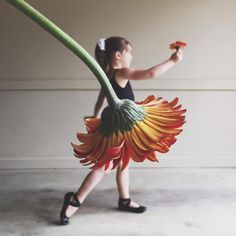 """"""" asked community members to create optical illusions by playing with perspective and scale in their photos and videos — like this one by…"""" Baby Girl Photography, Creative Photography, Amazing Photography, Photography Poses, Nature Photography, Creative Photos, Cool Photos, Perspective Photography, Foto Baby"""