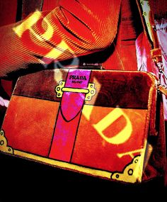 Today women's show @prada 👜💛 #milanfashionweek #love #Prada @prada #bag #velvet #colors #logo #fashionshow2017 #moda #fashion #love #location #milan #city #yesterday #ilovemoda #ilovemoda #socialnetwork #pinterest #instagram #tumblr #twitter #followme #followers #like #follow4likes #like4like #fashionblog #mypageispublic #followme