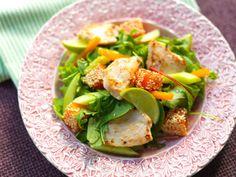 Hedelmäinen kanasalaatti sopii erityisesti aasialaisten makujen ystäville Avocado Toast, Cantaloupe, Fruit, Breakfast, Food, Hoods, Meals