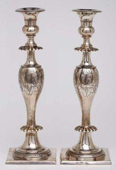 """Paar Leuchter, Breslau dat. 1845Silber. Beschau Breslau m. """"45"""", Jahresbuch- stabe """"S"""" (f. 1839-'49) — Silber"""