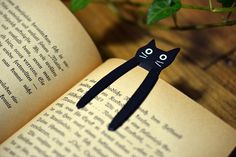 Bookmarks For Books, Paper Bookmarks, Corner Bookmarks, Felt Crafts, Diy And Crafts, Crafts For Kids, Paper Crafts, Felt Bookmark, Bookmark Craft