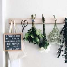 The Coolest Customizable Art: Felt Letter Boards and Black Light Boxes plus where to buy them. (Flower Felt Letterboard Sign) - Black Lights - Ideas of Black Lights Felt Letter Board, Felt Letters, Felt Boards, Deco Boheme, E Commerce, Lettering, Planting Flowers, Sweet Home, Crafty