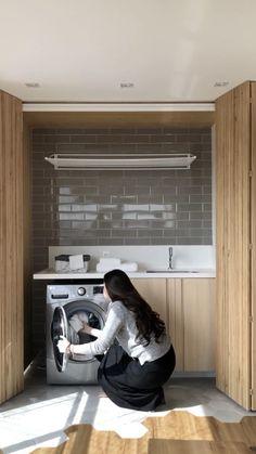 Fotografando para Conecta Arq um apê de 70m2 em São Paulo. Small Laundry Rooms, Laundry Room Organization, Laundry Room Design, Home Room Design, Bathroom Interior Design, Laundry Closet, Kitchen Pantry Design, Laundry Room Inspiration, Home Decor Furniture