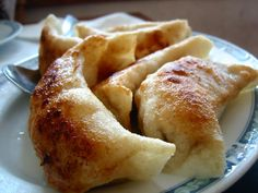 8 Wonderful Ways to Cook With Wonton Wrappers. As an ingredient wonton wrappers are relatively inexpensive, easy to locate, and versatile. Appetizers, snacks, breakfast, and dessert can all be created with the thin sheets of dough. Once you start cooking with wonton wrappers, you'll wonder why you didn't start using them earlier. To get you hooked on the many ways to use wontons, here are eight must-try recipes.