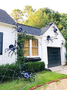 Zombie Halloween Decorations, Theme Halloween, Halloween Ghosts, Holidays Halloween, Homemade Outdoor Halloween Decorations, Diy Halloween Spider, Halloween Costumes, Halloween Season, Halloween Halloween