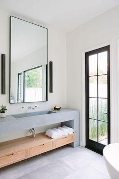 Modern Bathroom Design Trends For Your Dream House 17 Modern Bathroom Design, Bathroom Interior Design, Home Interior, Modern House Design, Decor Interior Design, Interior Decorating, Minimal Bathroom, Bathroom Designs, Simple Home Design