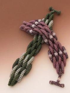 off loom beading techniques Beads Jewelry, Beaded Jewelry Designs, Jewelry Crafts, Jewellery, Beaded Bracelets Tutorial, Beading Techniques, Peyote Beading, Bead Crochet, Beading Patterns