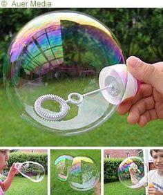 SÅPBUBBLOR RECEPT 2 (sega och vackra såpbubblor) ½ dl diskmedel (Yes) ¼ - ½ dl glycerol (köps på apotek) 2 - 5 dl vatten (1 tsk florsocker eller strösocker) Vispa ihop försiktigt så att lösningen inte löddrar. Så här får du jättefina bubblor som är stora, hållbara och vackra. Med mindre vatten får du segare bubblor.  TIPS: Du kan göra såpbubbleringar av ståltråd. På leksaksaffärer kan man också köpa roliga såpbubbleringar i olika form och storlek. Winter Crafts For Kids, Diy For Kids, Bath Crayons, 60th Birthday Party, Science For Kids, Cool Baby Stuff, Preschool Activities, Kids And Parenting, Creative Inspiration