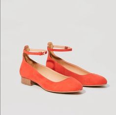Shop Women's LOFT Red Orange size Flats & Loafers at a discounted price at Poshmark. Description: Really cute red-orange Mary Jane flats with wooden heel! Orange Strappy Heels, Strappy Block Heels, Ankle Strap Flats, Sock Shoes, Shoes Heels, Flat Shoes, Persimmon Color, Street Style Shoes, Popular Shoes