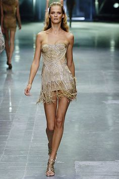 Alexander McQueen Spring 2006 Ready-to-Wear Fashion Show - Carmen Kass (SILENT)