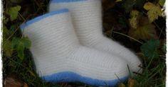 Endelig er denne jentas favorittårstid her! Og med den kommer strikkelysten smygende tilbake :) Og hva passer bedre enn å starte høsten/vin... Slipper Socks, Slippers, Diy Crafts Knitting, Knitting Ideas, Knitting Socks, Mittens, Free Pattern, Hats, Projects