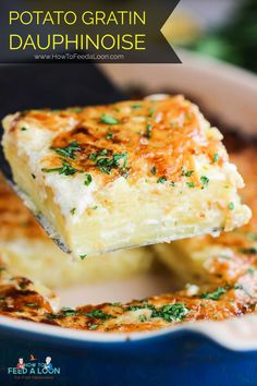 This Amazing Potatoes Gratin (Dauphinoise) recipe is just that: Amazing. Simple in preparation, but deep in flavor. A perfect side dish for a special meal. Scalloped Potato Recipes, Easy Potato Recipes, Side Recipes, Vegetable Recipes, Potato Ideas, Patate Dauphinoise, Healthy Eating Recipes, Vegetarian Recipes, Cooking Recipes