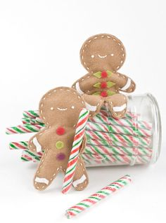 Possible gingerbread people tutorial and free template download! Cuteness!