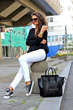 64 ideas sneakers outfit work chic white converse for 2019 How To Wear White Converse, Black Converse Outfits, How To Wear White Jeans, Converse Shoes, Black Chucks, White Chucks Outfit, Converse Style, Jeans Shoes, Grey Outfit