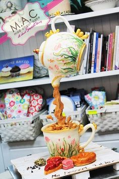 Hangging Tea Pot cake - Teapot cake Defying Gravity cake - For all your cake… Cake Icing, Fondant Cakes, Cupcake Cakes, Anti Gravity Cake, Gravity Defying Cake, Wilton Cake Decorating, Cake Decorating Supplies, Mini Tortillas, Fab Cakes