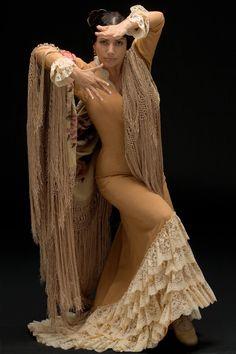 Eva Yerbabuena Flamenco Party, Flamenco Dancers, Belly Dancers, Spain Fashion, Dance Fashion, Dance Photos, Dance Art, Dance Photography, Just Dance